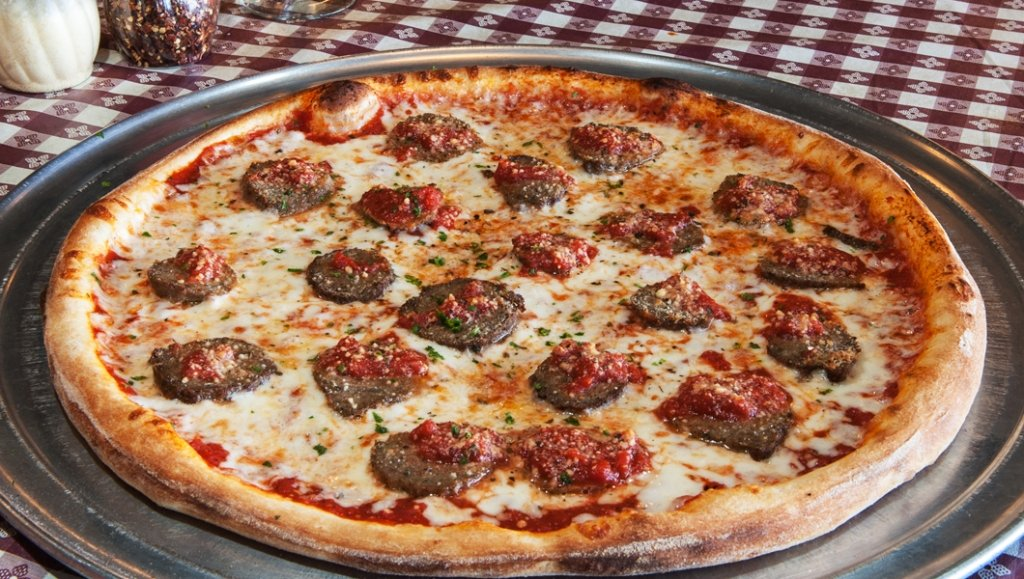 ninos_fort_myers_sausage_pizza